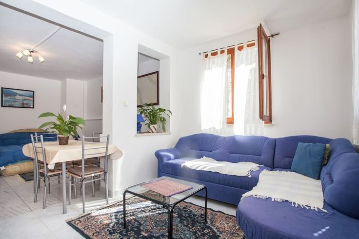 Wohnung in Rovinj, Kroatien. Studio Marko provides opportunities for a pleasant stay in Rovinj. It is located a short distance from the city center, and from the beautiful park with  beaches. Parking for your car is provided, as well as free transportation from the bus statio...