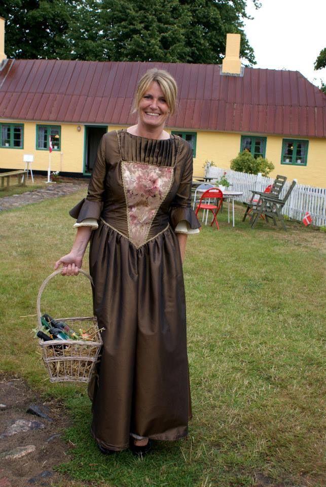 Historie, Museum, Sognefogedgården, Frederikshavn, Danmark. Frederikshavns Borgmester Birgit S Hansen viede brudeparret på Sognefogedgården