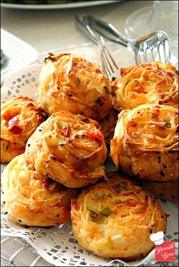 Domates & Biber & Peynirli Rulo Börekler