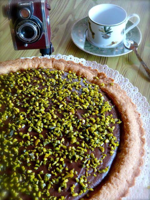 Profumo di broccoli: Crostata con crema pasticcera al cioccolato e pist...