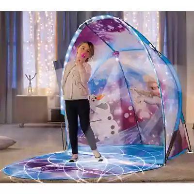 Spielbühne Die Eiskönigin, mit Licht und Lichterkette