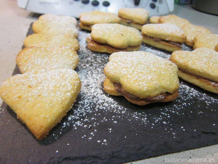 Receta de Galletas de Mantequilla con Thermomix para preparar con los niños en casa: con un toque de limón, naranja o rellenas de nocilla casera o chocolate