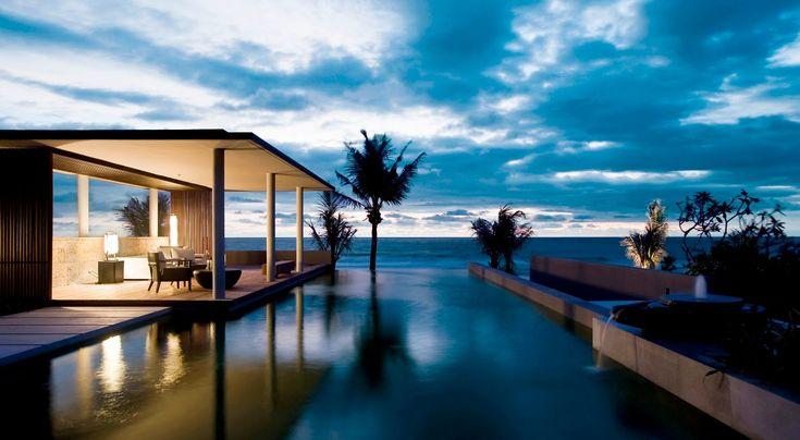 Situé sur la côte sud-ouest de Bali, l'Alila Villas Soori est un petit coin de paradis sur terre. Nichées entre les rizières luxuriantes et une plage de sable noir volcanique, ces villas de luxe vous offrent une expérience unique et intense. Cet hôtel à Tabanan est un modèle d'architecture asiatique contemporaine, alliant confort, installations modernes et service exceptionnel.