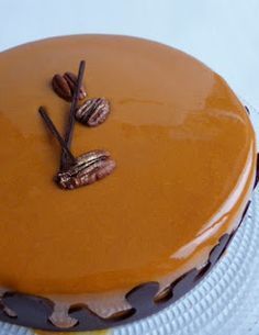"""Composizione (per una torta da 20 cm.) :  Biscotto madeleine alla cannella e noci pecan (dal blog """"Les desserts de Julien)  mousse a..."""