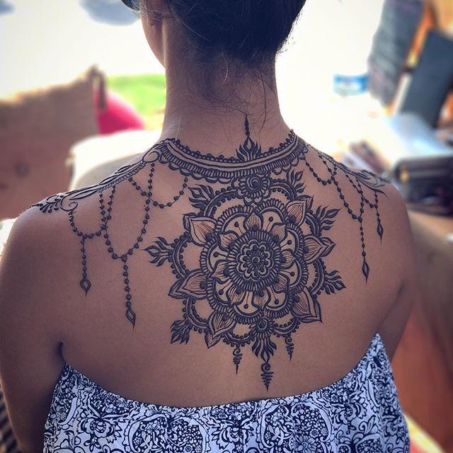 мехенди на спине фото женские краснодар своему стройному силуэту