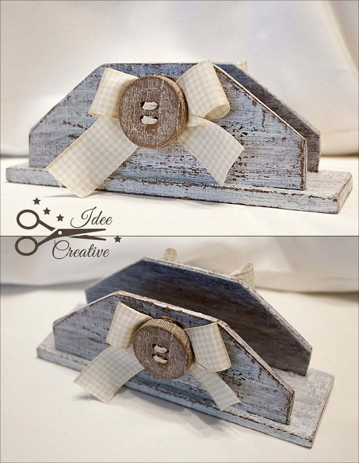 Per una tavola romanticissima un portatovaglioli shabby,in legno con fiocco a…