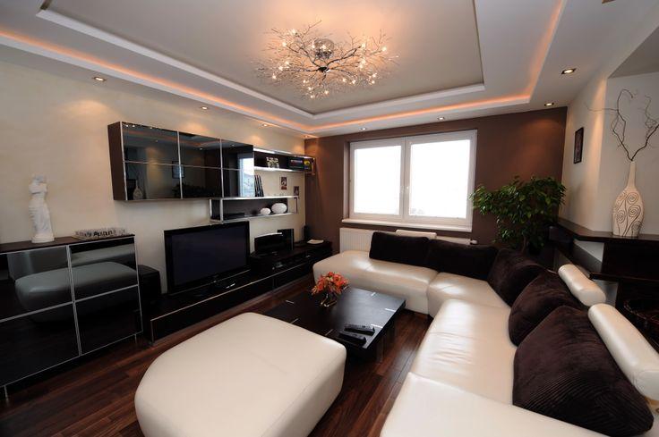 Realizácia povrchovej úpravy stien obývacej izby.