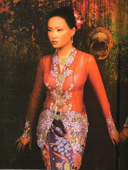 The Peranakan/Straits-Chinese Kebaya worn with a sarong + a set of krosang broches.