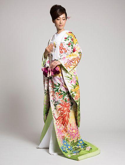 ウエディングドレス、高品質な結婚式ドレスならW by Watabe Wedding / 色打掛【アマゾンリリー】