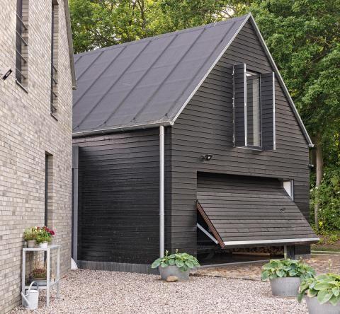 Die besten 25 carport satteldach ideen auf pinterest fertighaus holz holzverkleidung fassade - Erker streichen ...
