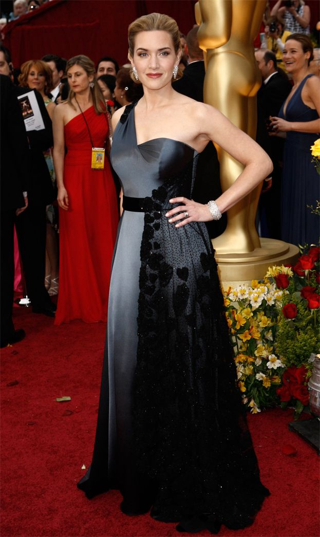 2009: Kate Winslet za Lektora, suknia Yves Saint Laurent