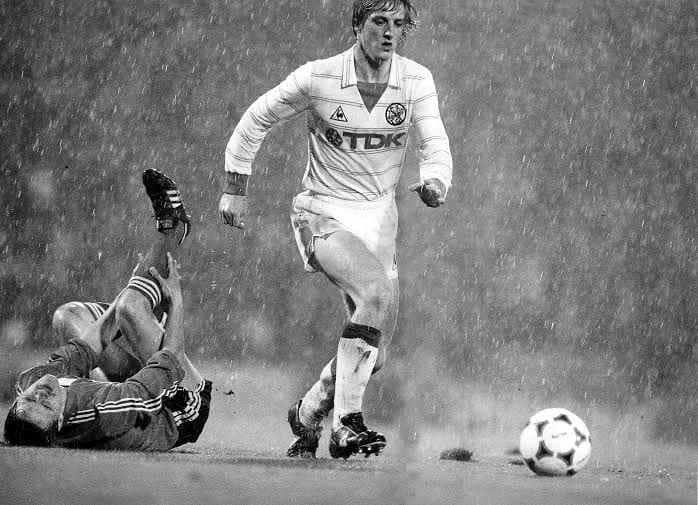 Wim Kieft Ajax Vs Berry Van Aerle Psv 1982 In 2020 Vintage Football Football Superhero