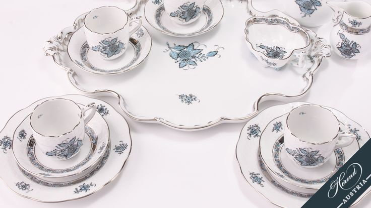 The centre of the plate shows a motif in Chinese style: the Fleurs des Indes (Flowers of the Indies) motif of a peony surrounded by leaves. This set is painted with #ATQ3-PT
