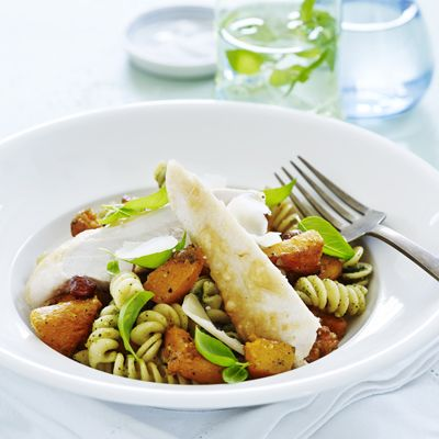 Parmesanbagt kylling med pasta & græskar