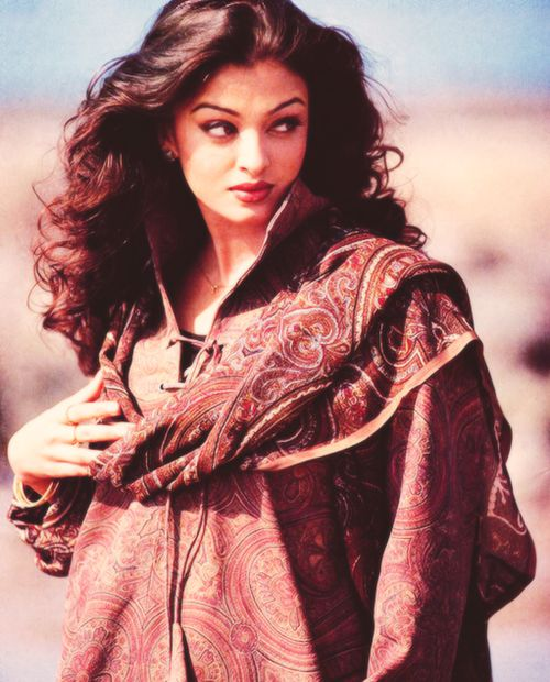 Aishwarya Rai 90s photoshoot..Everything about this photo <3