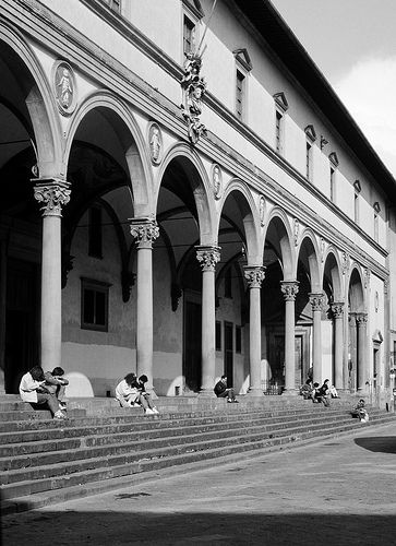 L'Ospedale degli innocenti (Foundling Hospital), Brunelleschi, 1420. Loggia, corrinthean columns and pilasters. Terracotta roundels of innocenti added by Luca della Robia*