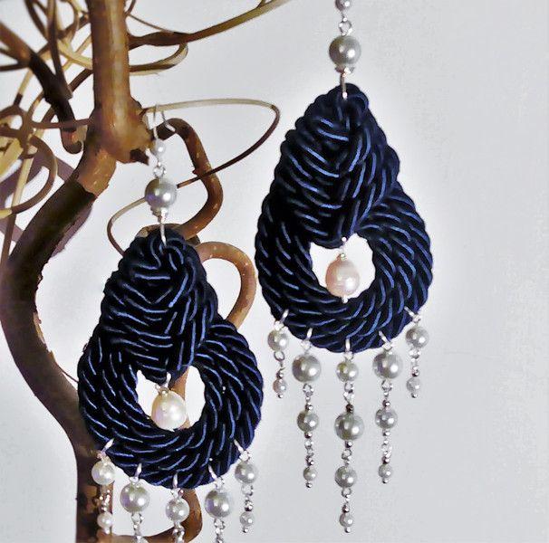 Orecchini+blu+nodi+celtici+e+perle+di+Athiss+su+DaWanda.com