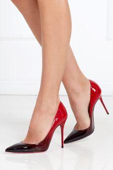 Туфли из лакированной кожи Decollete 100 Christian Louboutin. Эффектные туфли из коллекции бренда Christian Louboutin на 10-сантиметровом каблуке. Главная отличительная черта – использование приема деграде в расцветке туфель. Черный цвет плавно переходит в глубокий красный. Отличный вариант как для вечернего, так и для дневного образа.