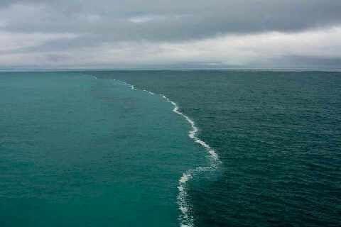 Subhanallah !! Inilah Bukti Kebenaran Surat Ar-Rahman 19-20 Tentang Dua Laut yang Tidak Pernah Bercampur !!