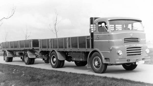 Oude trucks in zwart/wit / Leyland.jpg
