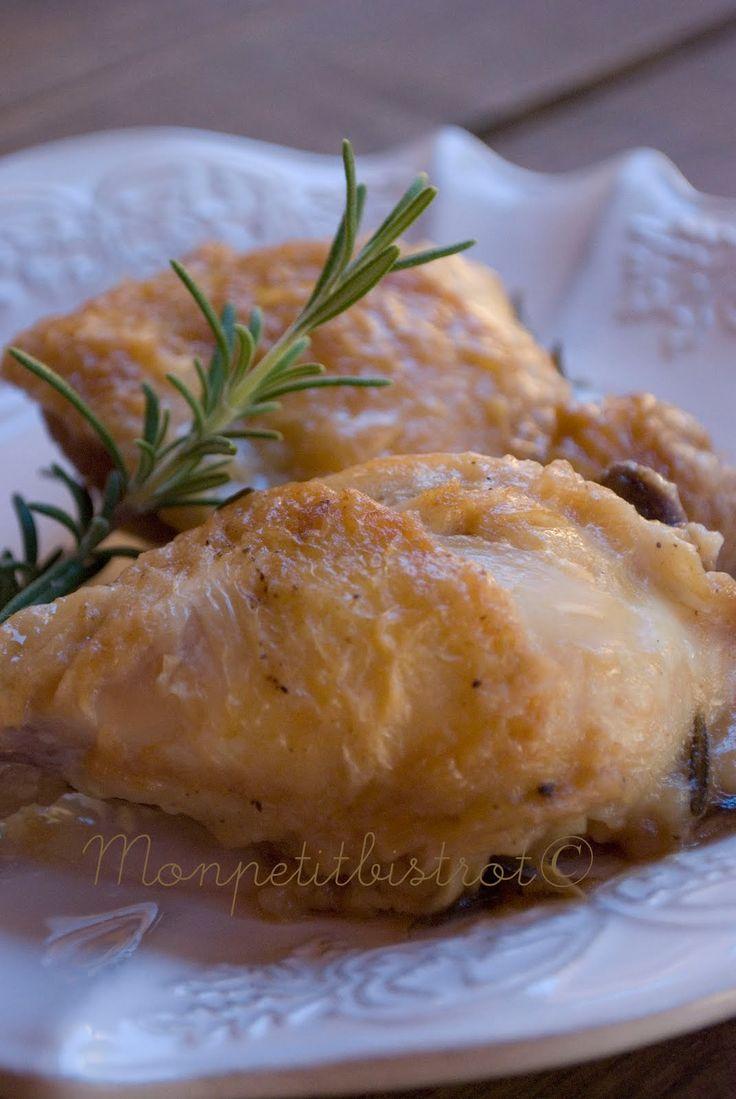 Ingredienti    7 parti di pollo ( comprese tra fusi e sovraccosce)  rosmarino  farina  1 testa d'aglio  olio d'oliva  sale e pepe q.b.  ...