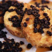Το πιο εύκολο γλύκισμα στον κόσμο με ένα συνδυασμό που θυμίζει έντονα αρχαία ελληνική συνταγή. Δοκιμάστε το και με μανούρι θα σας ενθουσιάσει διότι η γεύση του είναι πιο έντονη
