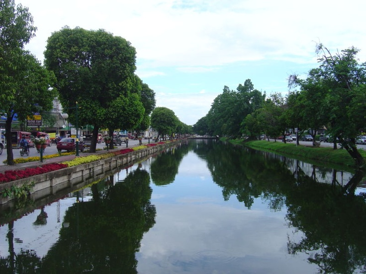 Looking south along a moat in Chaing Mai Thailand. The section pictured here forms the eastern border of Amphoe Muang. The road visible on the right is Moon Muang, on the left, Chaiya Poon.