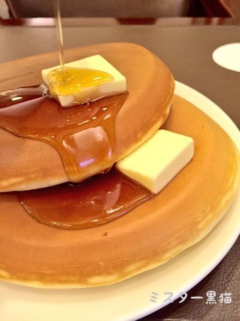 Literally stunning Japanese rice-cooker hotcakes/pancakes. I want these so desperately, and I just need to go to this cake (Mr. Friendly)!!