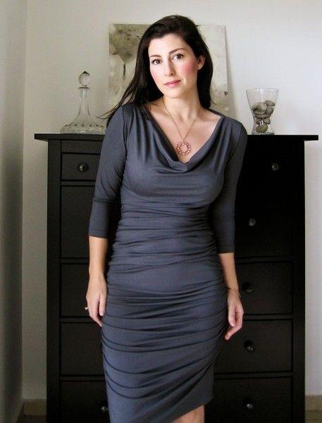 Knielange Kleider - enges Kleid mit Wasserfallkragen, in Dunkelgrau - ein Designerstück von Lirola bei DaWanda