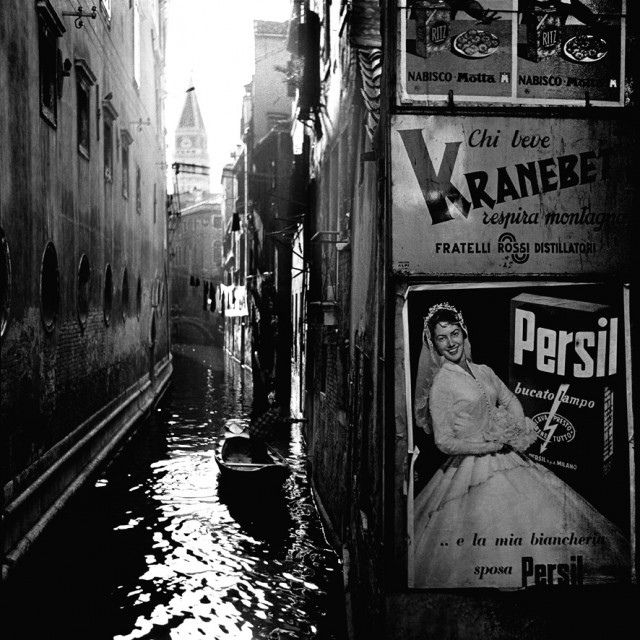 Photo by Nino Migliori. S)