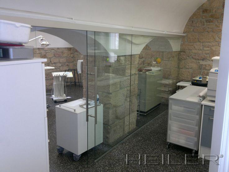 HEILER Raumteiler aus Glas als Schiebelösung