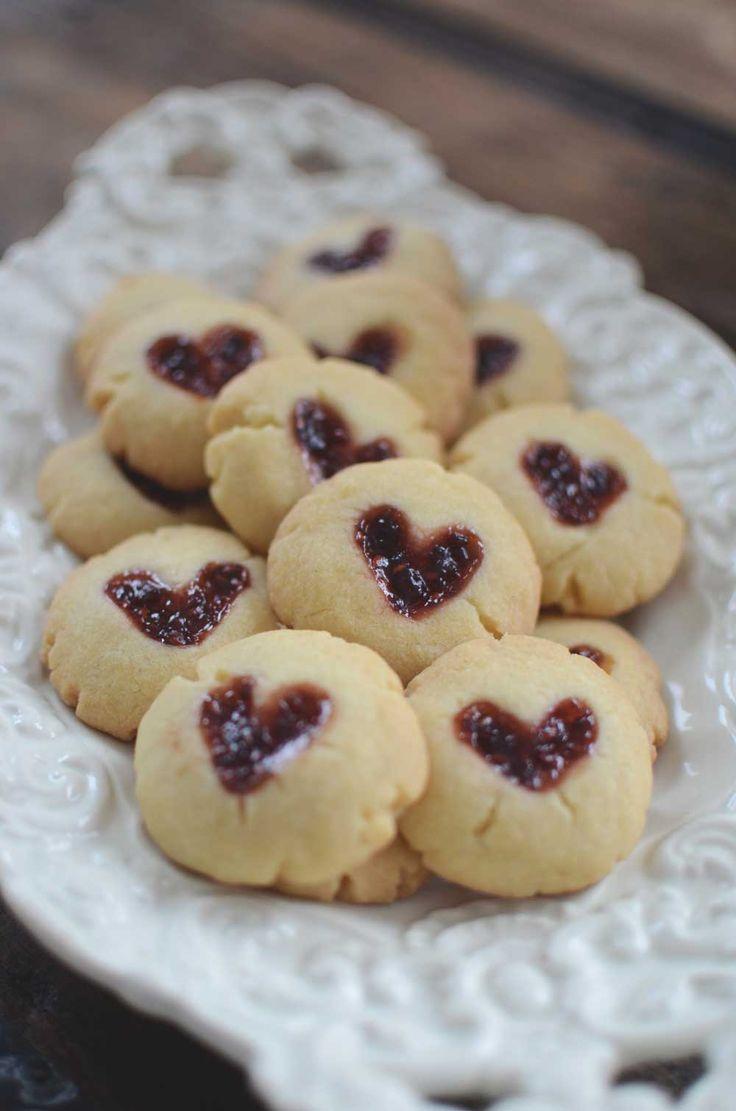 Cute cookies for Valentine. Söta kakor med sylthjärta till alla hjärtans dag.