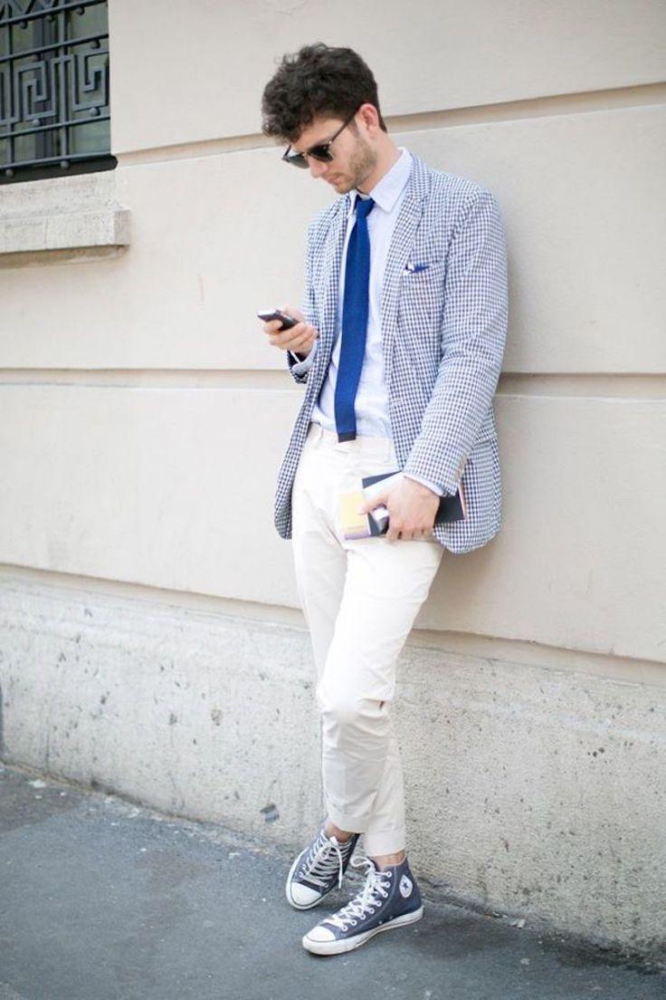 チェック柄ジャケットにチノパンとコンバースオールスターをあわせたメンズファッションスタイル