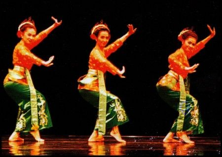Jaipong - Traditional dance of Sundanese people, West Java, Indonesia