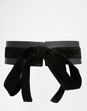 Cinturón ancho de poliuretano con detalle de lazo de ante sintético de ASOS