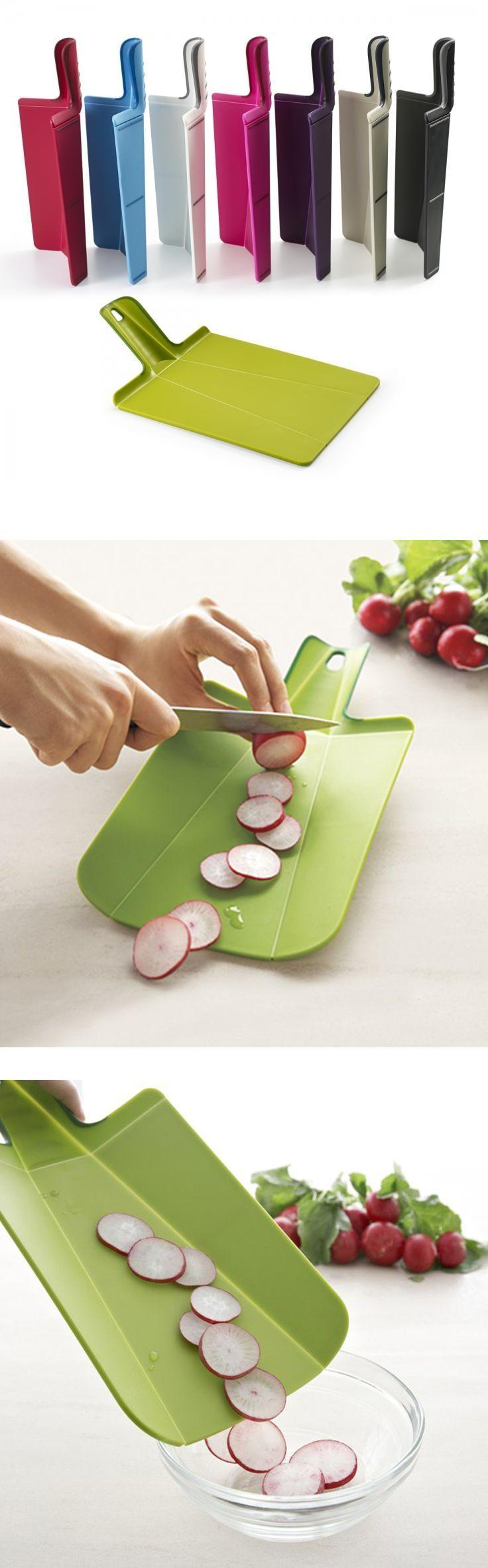 Skladací krajecí prkénko od Joseph Joseph je skvělým pomocníkem v kuchyňě, ušetří Váš čas a zdokonalí celý průběh vaření. Kolekce Chop2Pot™.