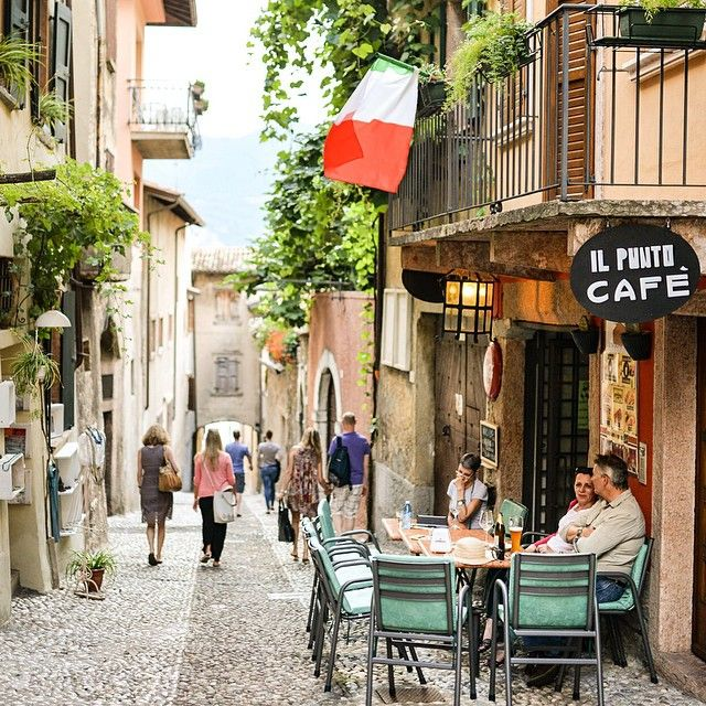 « Il punto cafe, Malcesine. #ThrowbackItaly » via @milesandlove
