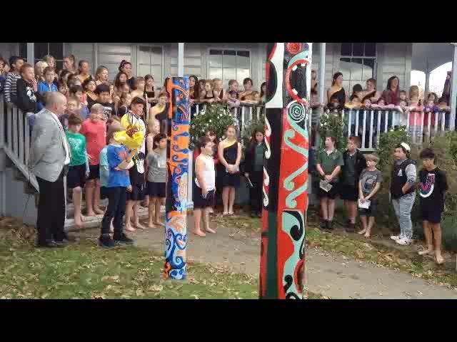 Te Roopu Whanau performs Okatia a song about a Giant Totara tree who carved the Manawatu River.