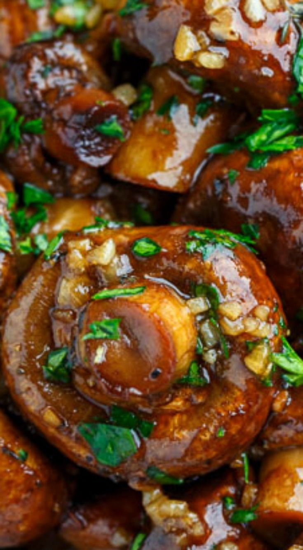 Balsamic Soy Roasted Garlic Mushrooms ~ Simple and tasty mushrooms roasted in a balsamic-soy and garlic sauce!