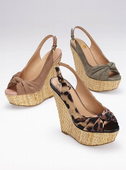 These would be great shoes to wear with a sundress or capris. Super cute  shoes