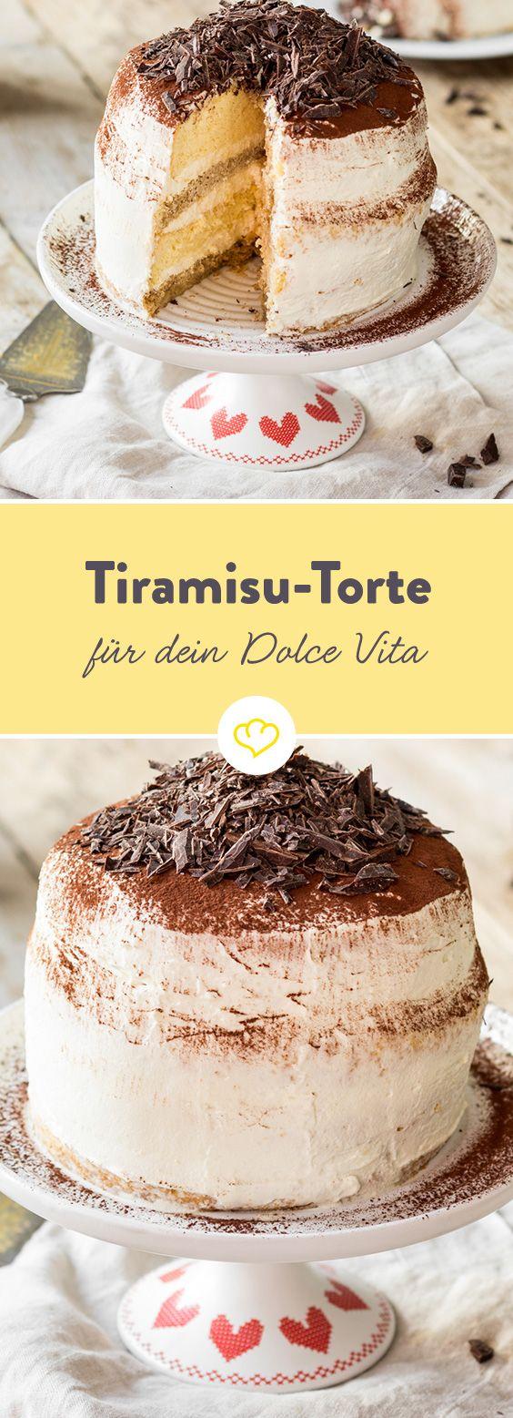 Tiramisu-Torte: mit Tasse Espresso und einem Schuss Amaretto. On top: eine Decke aus fein gepudertem Kakao und dunkler Zartbitterschokolade. La Dolce Vita deluxe!
