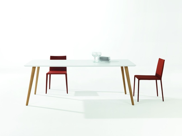 Gher table by Arper, design Lievore Altherr Molina