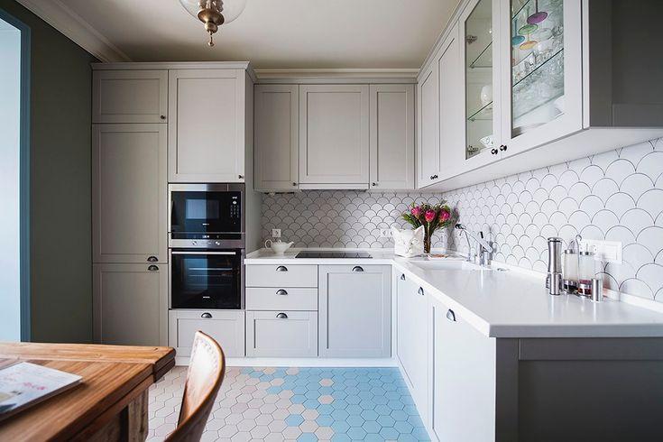 Бежевая кухня с фасадами в стиле Шейкер из массива бука. Красится в любые цвета по раскладке RAL и Wood Color, может быть любого размера.