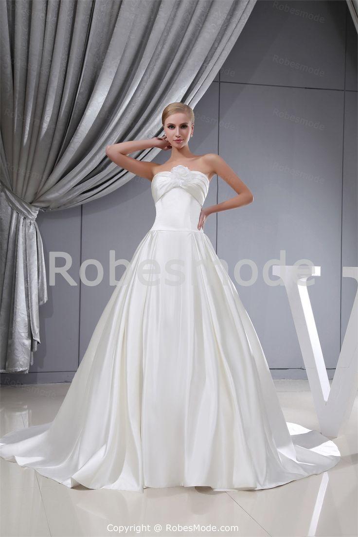 Robe de mariée simple A-ligne col en coeur agrémentée de fleur en satin à traîne palais  € 237.99