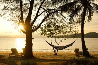 Stranden ved Gaya Island Resort ud for Borneo