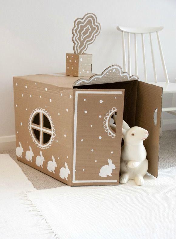 cabane simple et jolie dans un carton de déménagement (peut se plier pour se ranger)