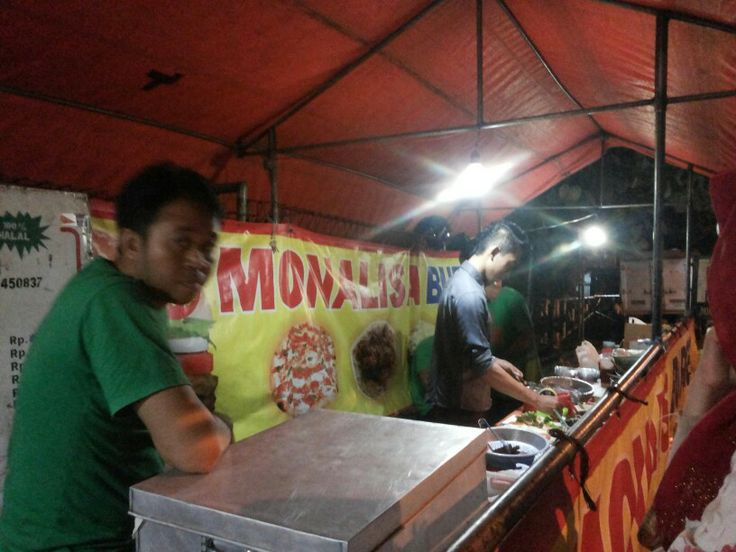 Monalisa's Burger @Yogyakarta. Not only burger but also hotdogs, pizza, roast banana, etc etc
