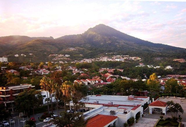 Backpacking in El Salvador: the top budget travel destinations for backpackers in El Salvador, Central America.