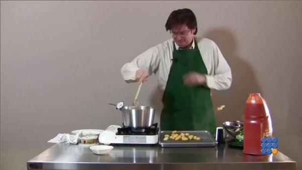 WebBuzz du 30/03/2017: Ne jamais faire frire des Gnocchi-Never Fry Gnocchi  Ce cuisinier débutant va apprendre pourquoi il ne faut jamais faire frire des gnocchis  http://noemiconcept.com/index.php/en/departement-informatique/webbuzz-tech-info/207733-webbuzz-du-30-03-2017-ne-jamais-faire-frire-des-gnocchi-never-fry-gnocchi.html#video
