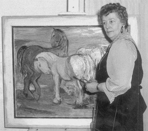Stien Eelsingh 1903-1964 voor een van haar schilderijen.